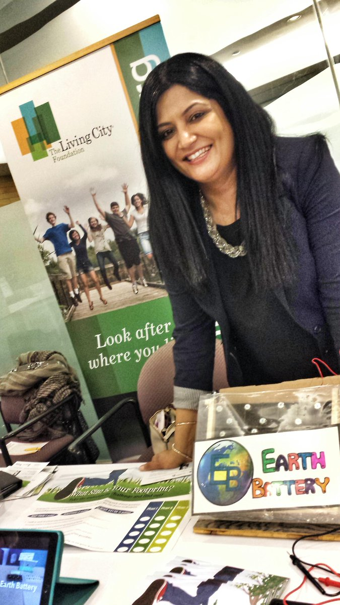 Saw a really cool Earth Battery by @jalroom12 at @IBMCanada ! Can you charge a cell phone with it? #poweredbydirt http://t.co/BqOtgcJvyz