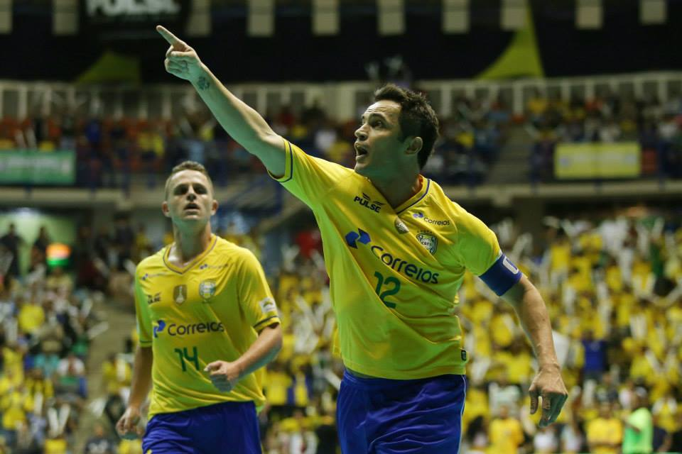 Palmeiras estuda reativar time de futsal e mira Falcão como estrela http://t.co/5J8rhZkZYI