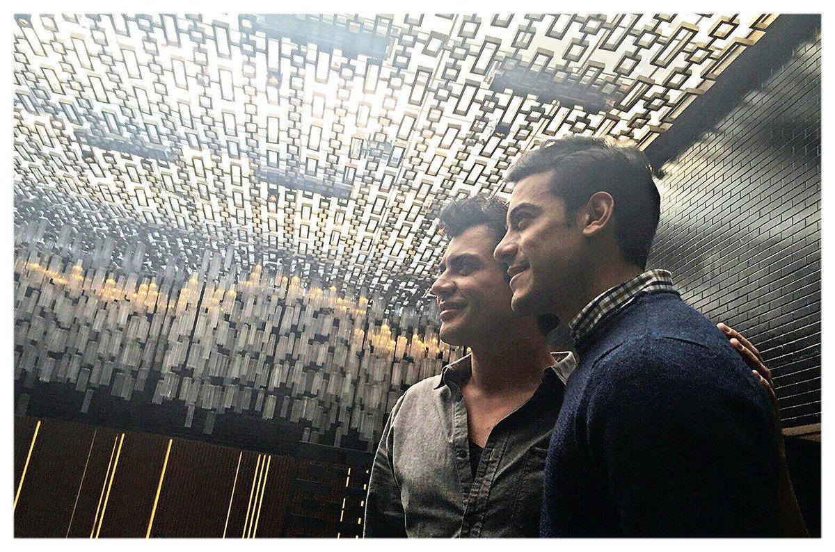 """Aquí casual con @_CarlosRivera  reescribiendo una historia...""""Cuando los hermanos se encuentran"""" #Twins"""