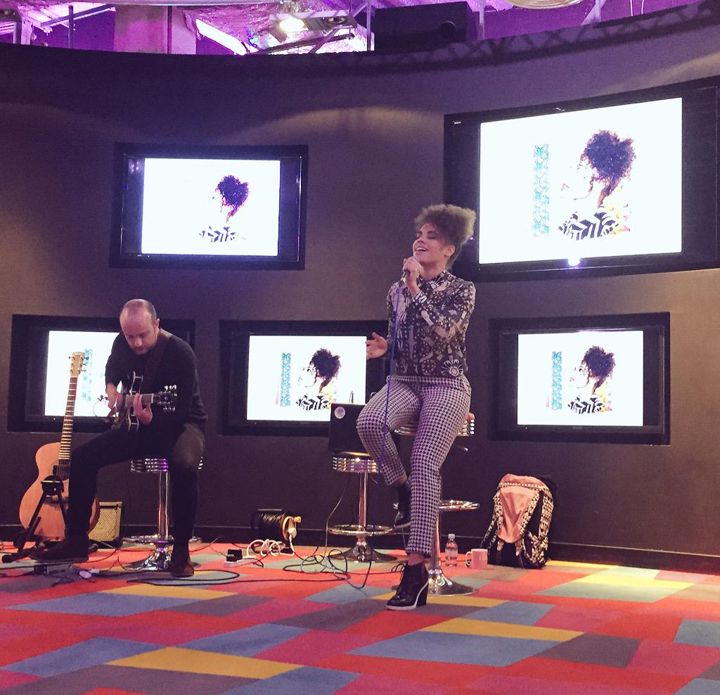 RT @katfeather1: Thursday treat: Stunning, #MOBO nominated @andreyatriana in the house, performing an #exclusive set @karmarama 🎤😘👌🏼 http:/…