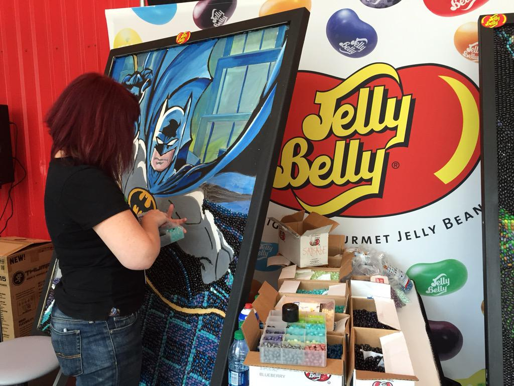 Making some gorgeous Bat-art with @JellyBellyUK #NYCC2015 http://t.co/CFj1nv9sK0
