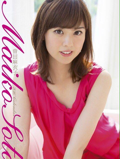 曽田麻衣子赤いワンピースのカレンダー写真