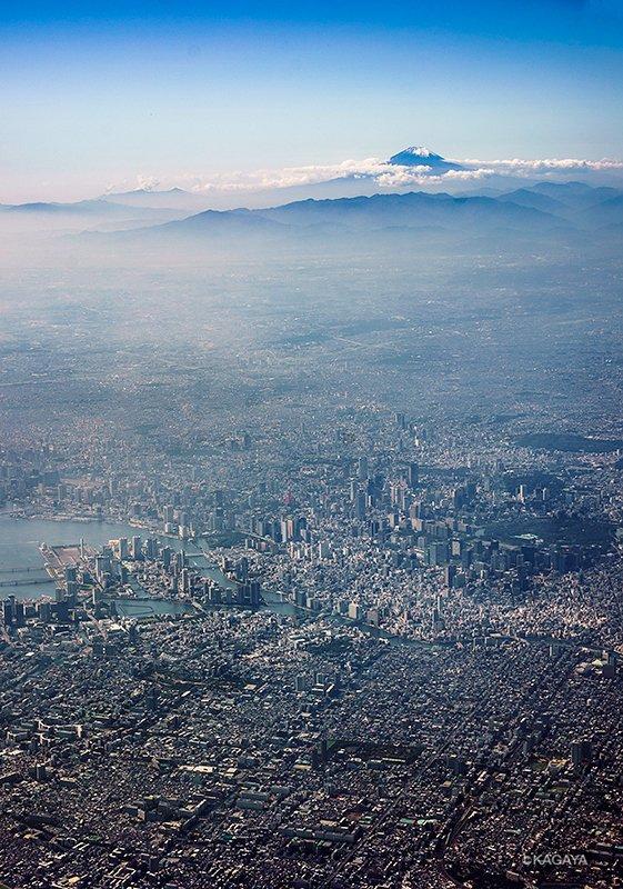 東京上空より富士を望む。一昨日撮影。 pic.twitter.com/Qn7t3GblrW