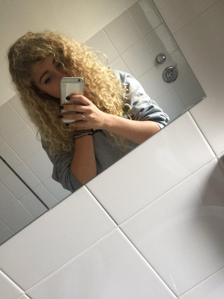 Sofia on twitter eli zm theshowisyou io sono nel bagno della scuola attualmente https - Nel bagno della scuola ...