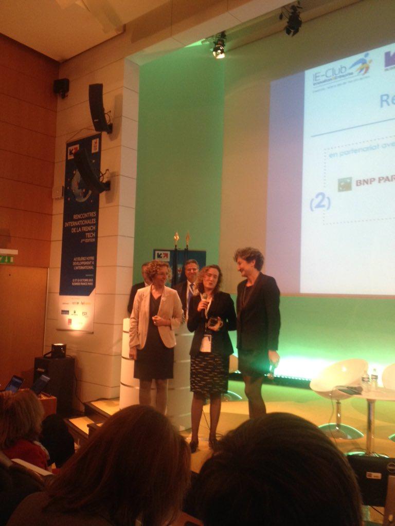 Estelle émue à la réception De son prix tagattitude #FrenchTechRI https://t.co/ix8dabkjKD