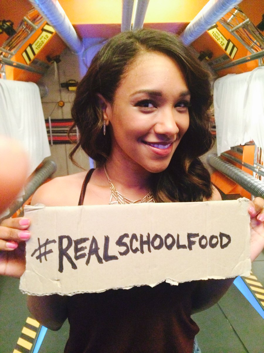 Haven't posted your #realschoolfood photo yet? There's still time! Post your own or share one out! @candicekp https://t.co/RRhCiIPhra