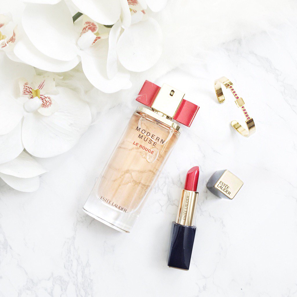 Red lovin' at the office today with @EsteeLauder Modern Muse perfume! https://t.co/0DLHyIzUgx