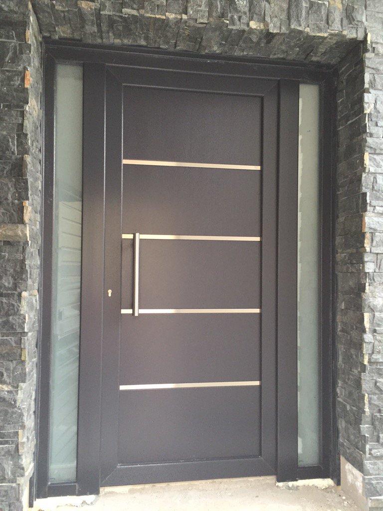 Mavero sl on twitter puerta de calle de pvc en gris for Ventanas pvc gris antracita
