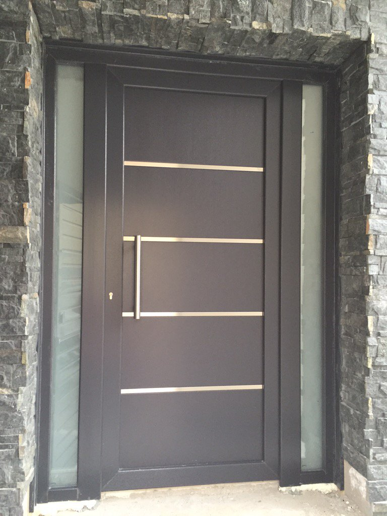 Mavero sl on twitter puerta de calle de pvc en gris for Ventanas aluminio gris antracita