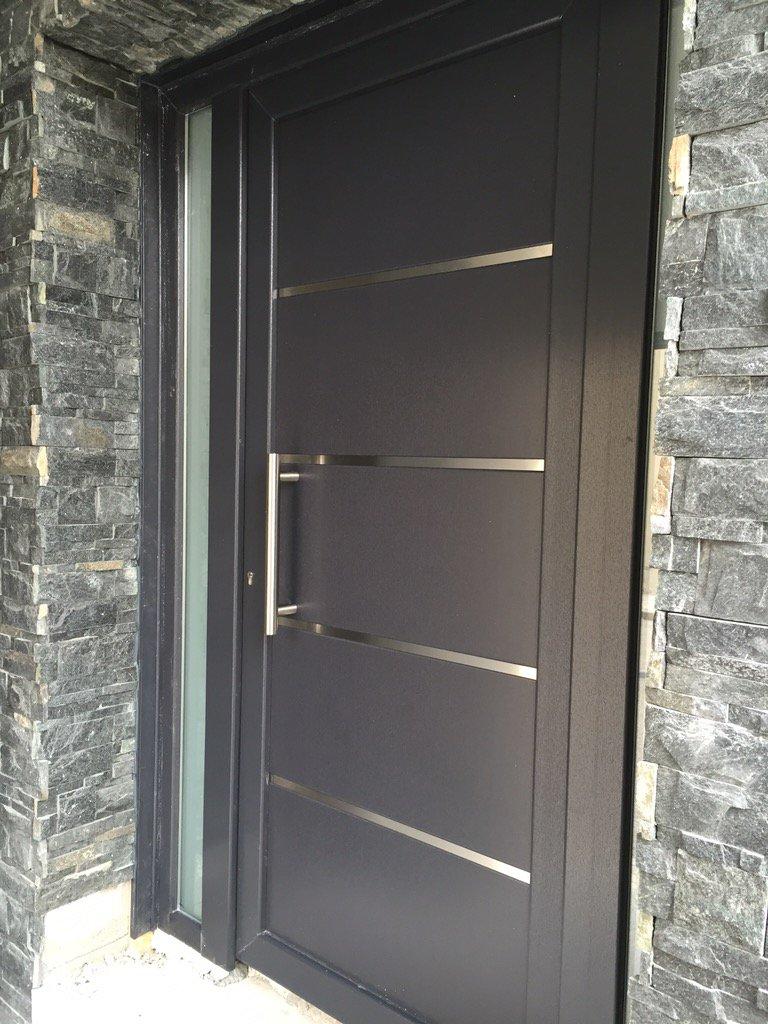 Mavero sl on twitter puerta de calle de pvc en gris for Puertas para casa baratas