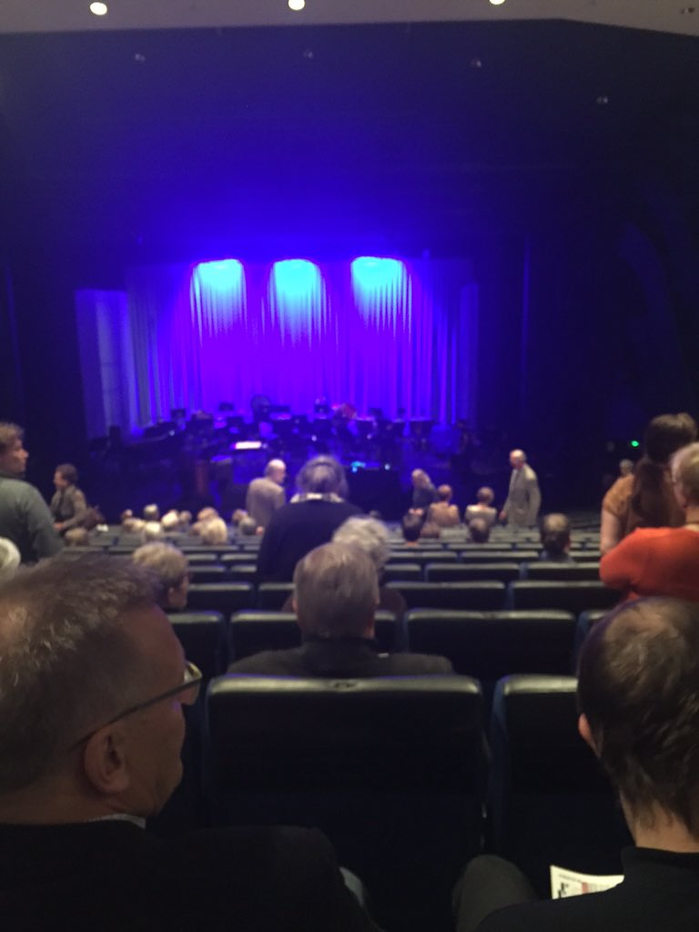#jklsinfonialive starttaa ihan pian! https://t.co/1J3qj16mwE