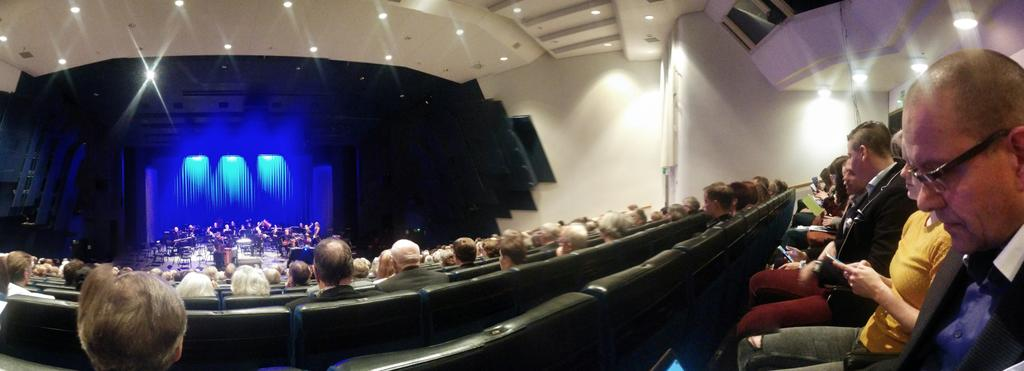 Normaali ilta klassisessa konsertissa alkaa. #jklsinfonialive https://t.co/QL8Zv8m2eB