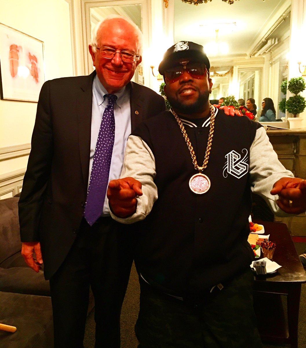 Chopping it up With Bernie Sanders #FeelTheBern #BernieSanders #BigGrams https://t.co/Uk4LfpxrL1