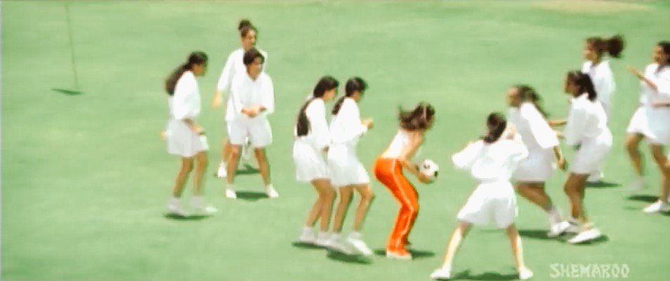 Anything is possible in Bollywood. Like playing Basketball with a Football in Tennis dress on a Golf Course.  #kudos https://t.co/ShrGH8Ajfd