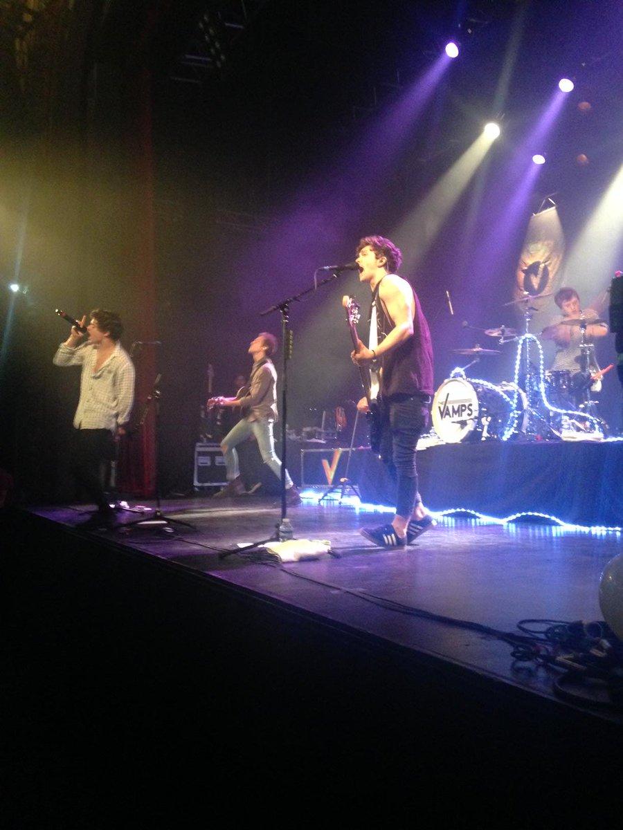 .@thevampsband en concert au trianon c'est maintenant !! https://t.co/frWarN4FpI