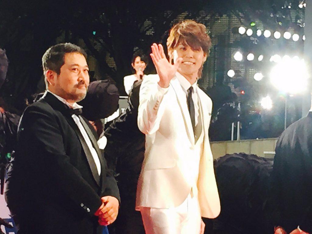 東京国際映画祭レッドカーペット 亜人-衝動-より瀬下監督、声優の宮野真守さん。まもコールが鳴り止まない 詳しいレポートは後日 https://t.co/5CzPMax1wu https://t.co/OeHlQ2DzqU