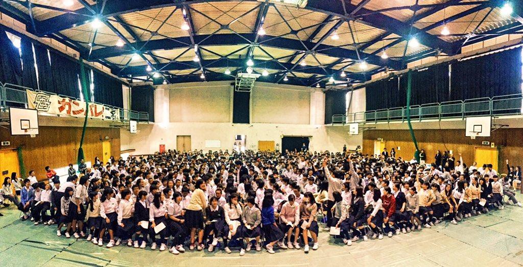 昨年に引き続いての奈良市立二名中学へ。学校公演の二年連続はめったにありません。実現させてくれたPTAの皆さんと先生方の熱意、笑ってしまうほどエネルギー全開の生徒たちの歌声。ありがとうございました! https://t.co/NRF7o9MDN0