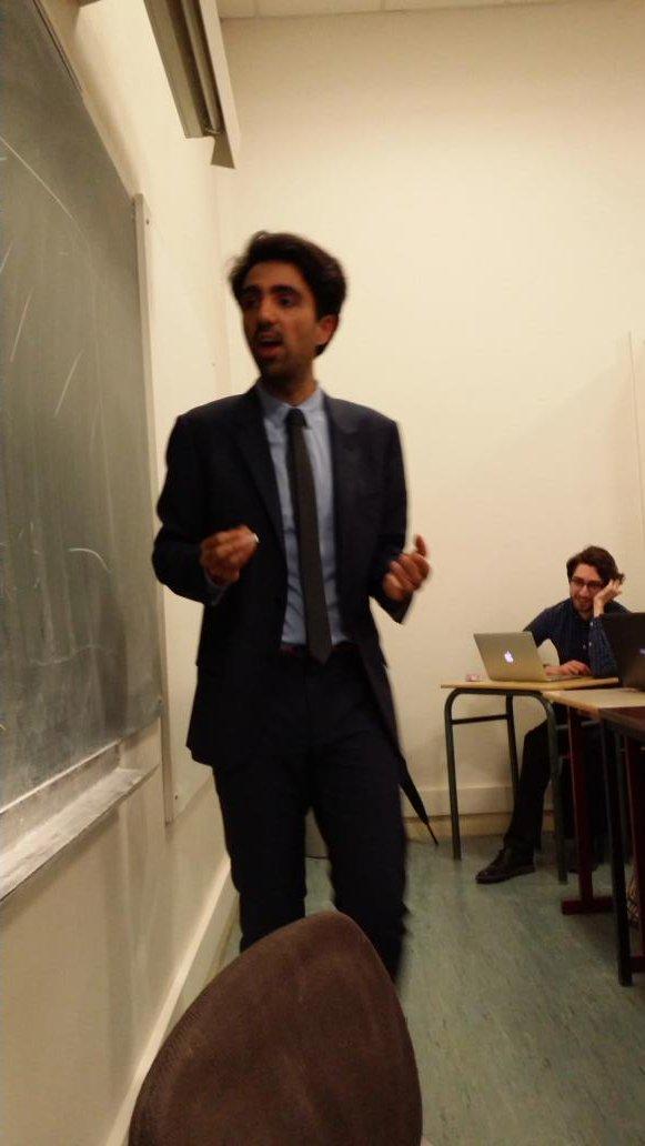 Comment resister a live tweeter le cours de @boris_tweets dans mon cours ? #lasorbonne #intelligencecollective #open<br>http://pic.twitter.com/gRG4sFacHL