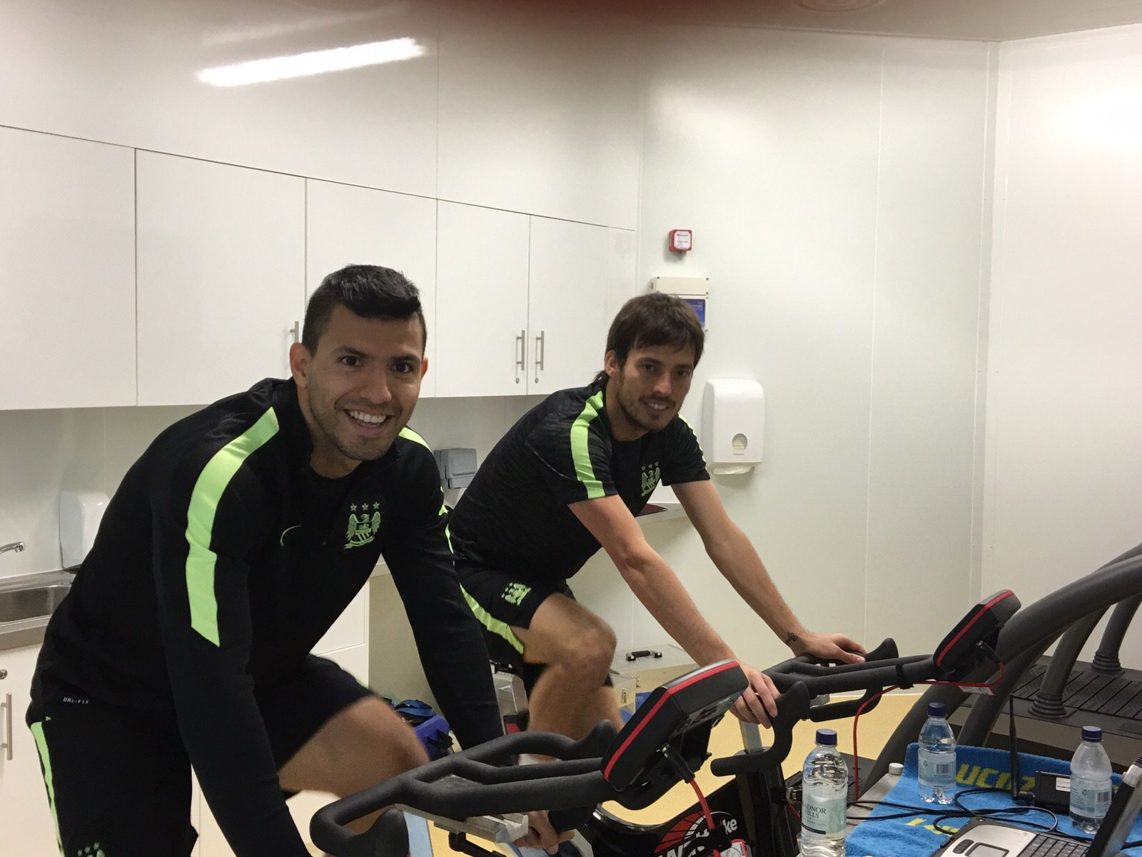 At the gym, starting my recovery work out with the great @21LVA https://t.co/6h62rnra6w