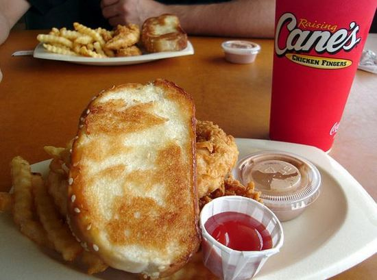 Raising Cane's Chicken Fingers Opening in Costa Mesa NEXT WEEK  https://t.co/TLwpDgVbT3 https://t.co/lcW9JWbV5T