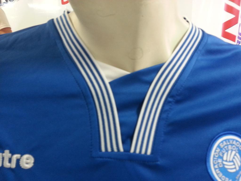 La nueva camisa de La Seleccion Nacional - Octubre del 2015. CR8HfhrUAAA8d8x