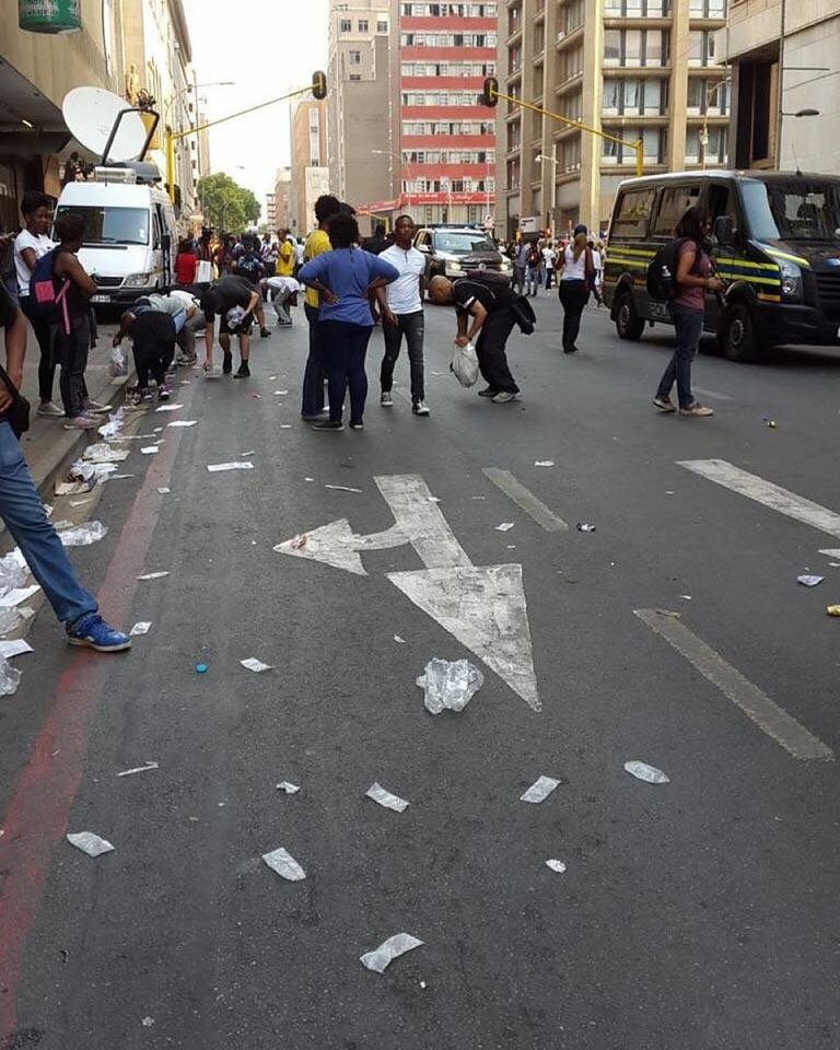 Students cleaning up the streets after March to Luthuli House today #FeesMusFall https://t.co/m3yOblDaMN