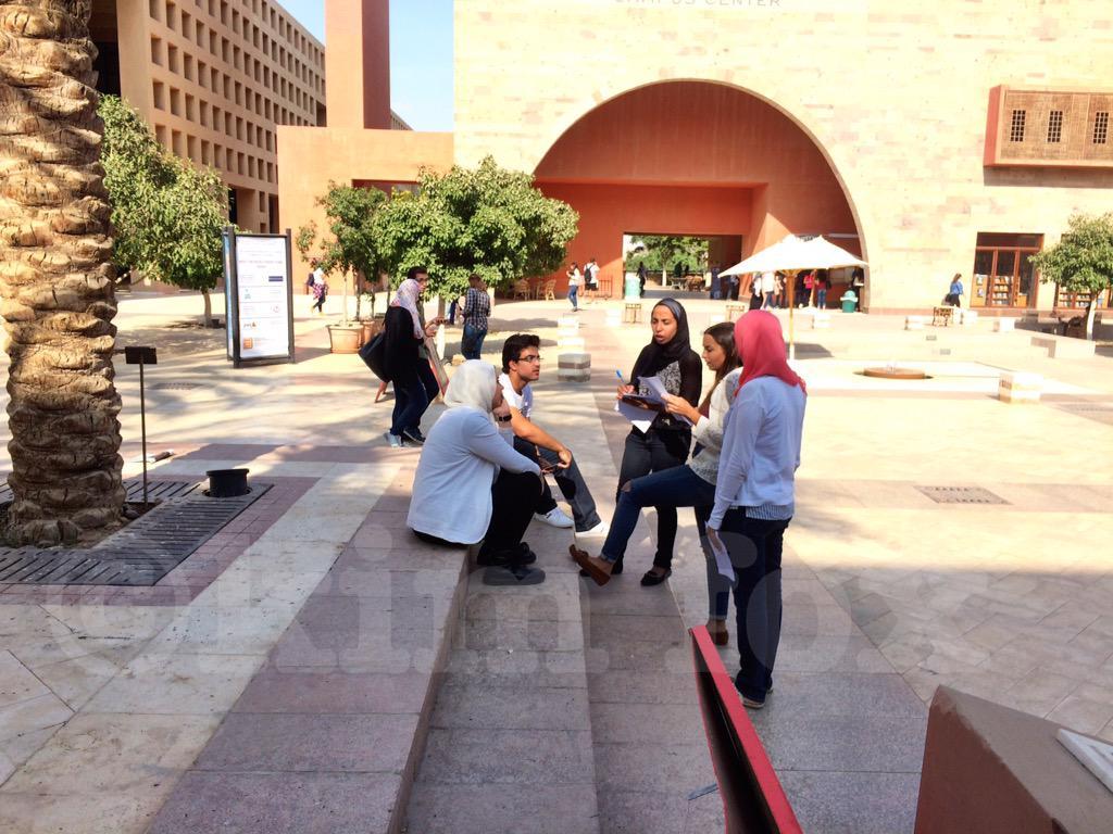 The trio in action for The Twitter Scavenger Hunt: @NadineRamadan7 @Samiaelkhodary & Noura. #JRMC2202 #JRLWeb #AUC http://t.co/mNDcdzd5ja