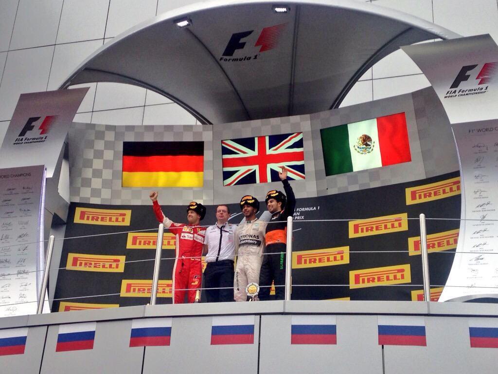 Fantástico ver esa bandera ahí, felicidades @SChecoPerez !!!!!! http://t.co/bAvrMHv4Ye