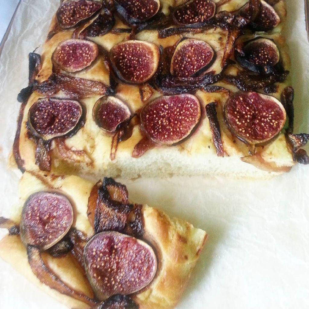 fig and onion focaccia bread recipe