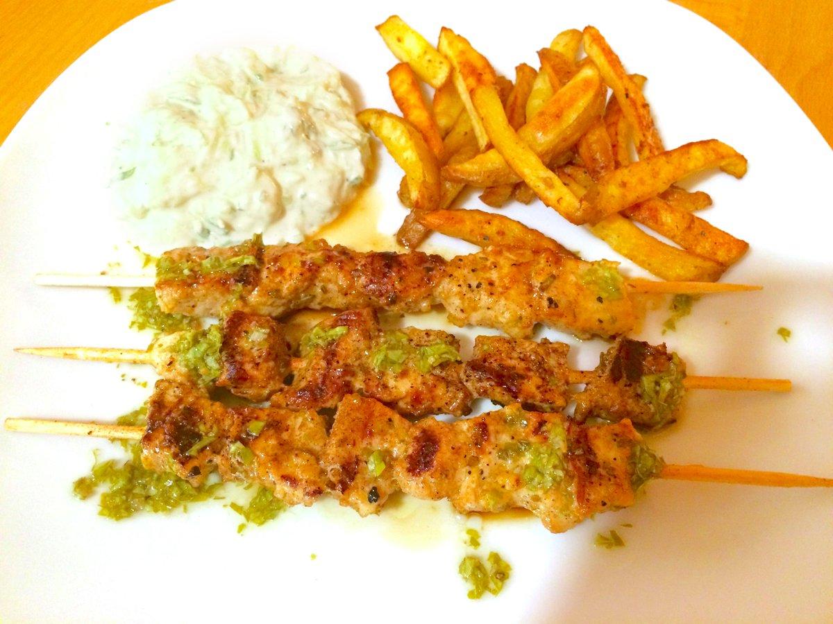 Habt ihr schon mal von Souvlaki gehört? So ein leckeres Gericht :3 Rezept: http://t.co/h5dHnKZEYp #KasuomisSouvlaki http://t.co/fbn5wbOPHZ
