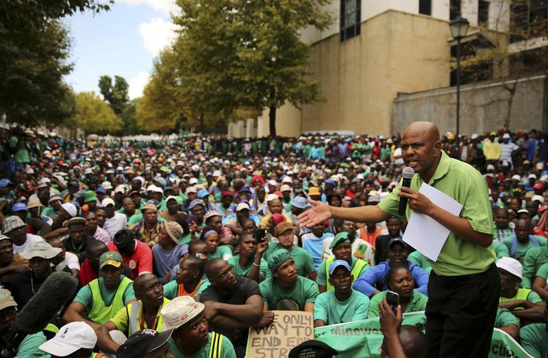 #SouthAfrica's #AMCU union votes to go on strike in gold sector http://t.co/PxaNAKksr8