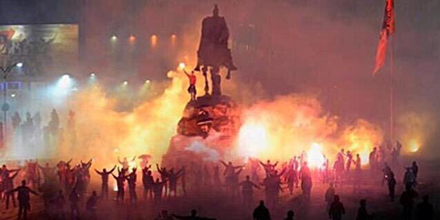 Festeggiamenti a Tirana (Albania) per la qualificazione raggiunta.