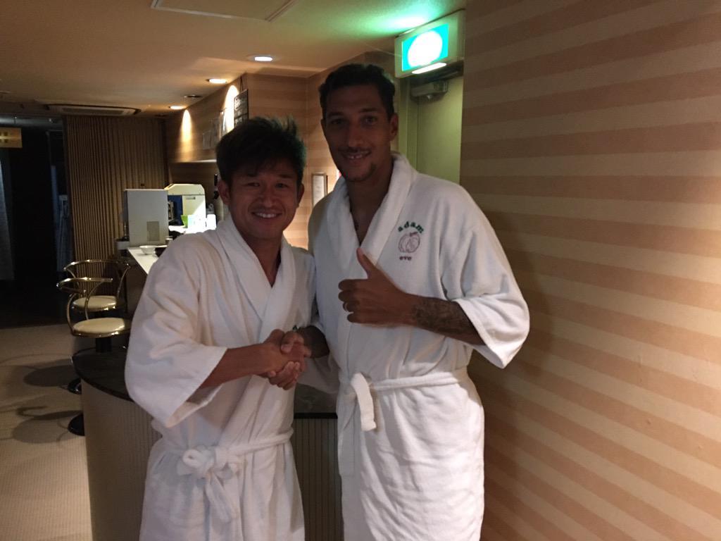 今日キングカズにばったり会えました。Jリーグと全体的に日本サッカーについて色々アドバイスくれました。僕も彼みたいに日本で歴史を残したい! http://t.co/TMW6kvQHS6