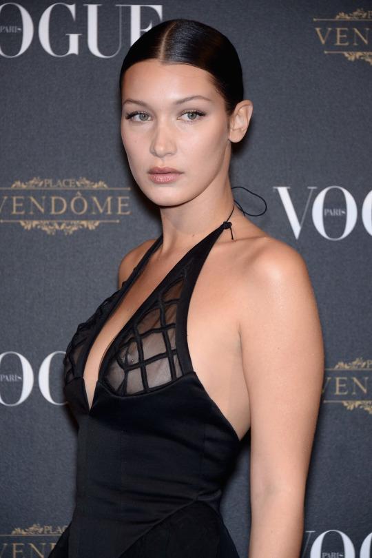 Bella Hadid Piercing >> L'accessoire tendance de l'année 2015... le piercing au téton! #bdlr - scoopnest.com