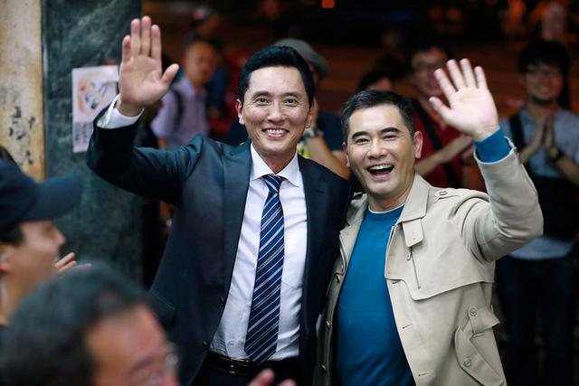 孤独のグルメ台湾版に主演している趙文瑄も撮影に参加し、中日双方の主演俳優が一緒に食べているという面白いシーンになっている。 http://t.co/ep05QzVmOZ
