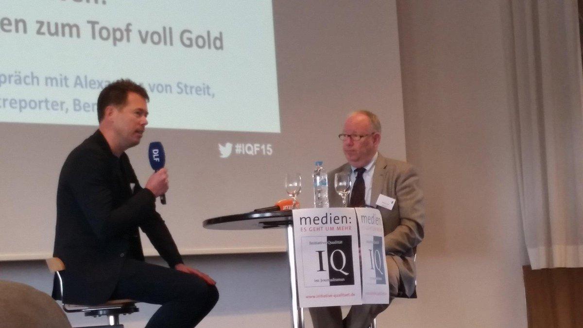 """@vonstreit (l.) bei #iqf15: @krautreporter ist eine """"offene Versuchsanordnung"""" für die Branche. http://t.co/Gt6Ud3wG9A"""