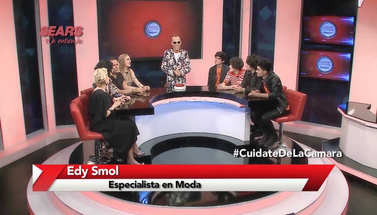 ¡#Coders HOY a las 11pm en #CuidateDeLaCamara con @EdySmol está @somosCD9! Por @Canal_Sony  http://t.co/oHfzDEfcBW