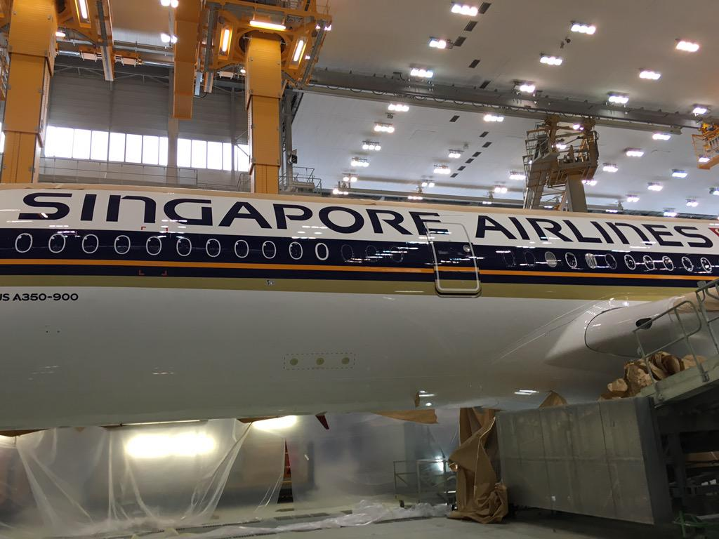Peeling the paper off Singapore Airlines' first Airbus A350 #avgeek http://t.co/g5ARmEQi82