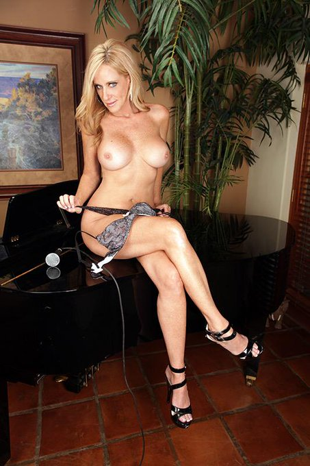 Start your week off with a bit of  #MILF #MilfMonday http://t.co/l1JM5LE3iK
