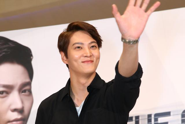 """#ICYMI Videos + Photos of #JooWon's appearance in SG to promote """"The Gang Doctor"""" http://t.co/aGKEQrOBOm #DrJooWon http://t.co/EE51w2LWMn"""