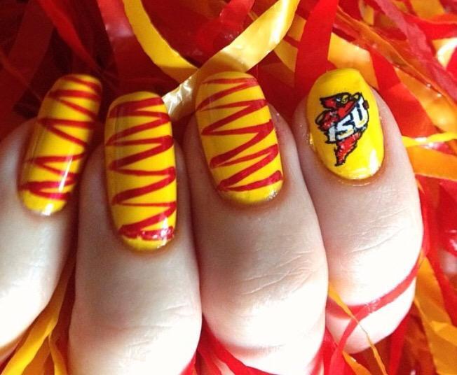 This is real Iowa spirit! I love this nail :) #jlmc201 #JRLweb http://t.co/lDdKnEv8BW