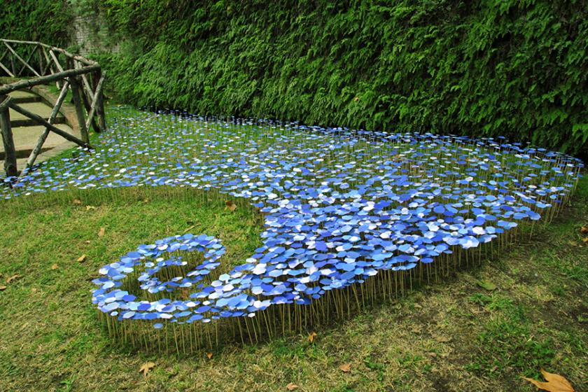 RT @Creative_Boom: Hundreds of tiny paper-cut hexagons pay homage to the sky at Rome's Gardens of Sallust http://t.co/dKDgHzkhpW http://t.c…