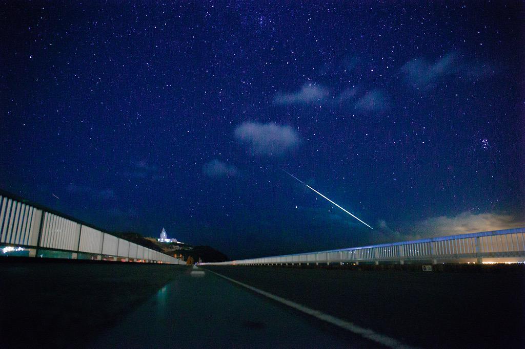 今年の流星群いいね!オリオン座流星群 10/21.22.23おうし座流星群  11/5.6.12.13しし座流星群     11/17.18.19ふたご座流星群 12/14.15.16こぐま座流星群 12/23.24 pic.twitter.com/b494QcfIRH