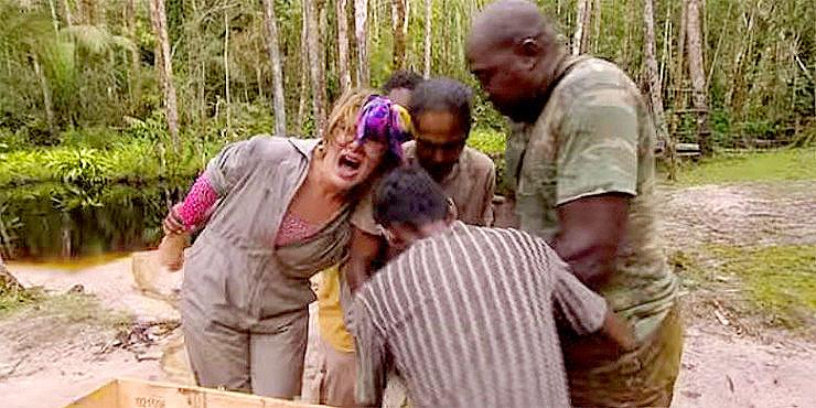 """""""Don't Touch The Snake!"""" — Video Shows Boa Constrictor Biting Woman On Dutch Reality TV Sh… http://t.co/T75ZjOchzG http://t.co/R2V50lRQRY"""