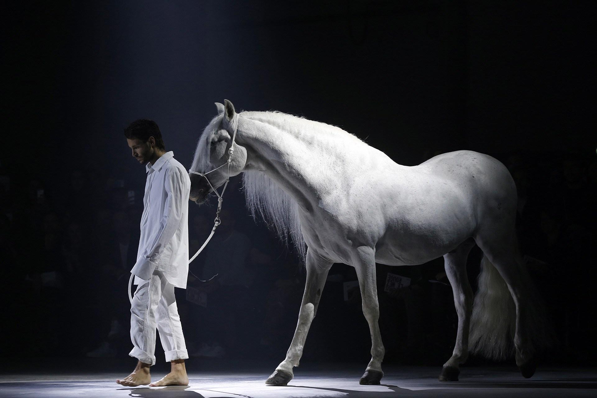 Alexa meets one of the hottest names on the fashion scene, Simon Porte Jacquemus - http://t.co/ODbOmIFLQ2 http://t.co/auTug1BcIm