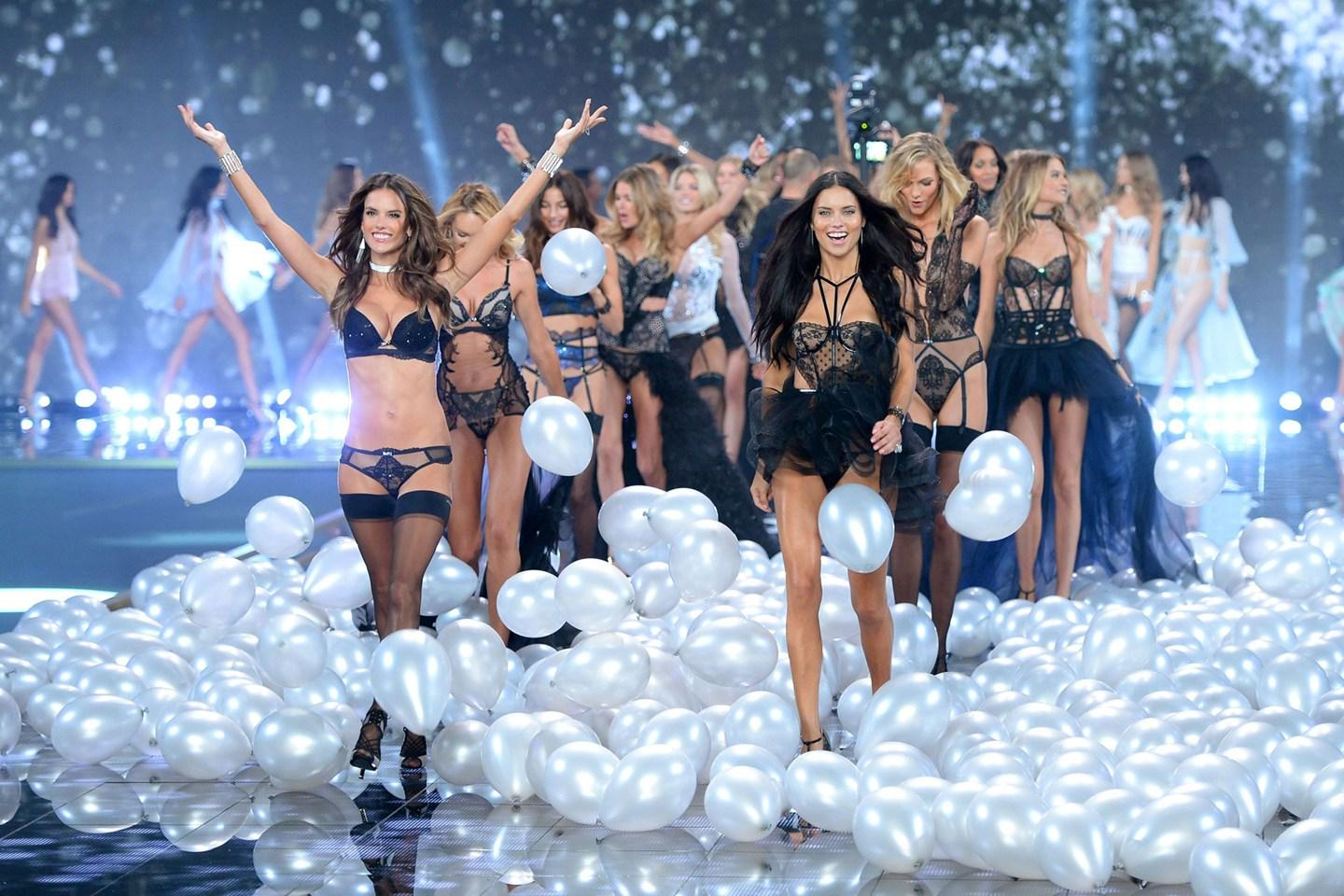 TODAY'S NEWS: And the musical talent at the 2015 @VictoriasSecret show will be… http://t.co/ot1f7zJx0B http://t.co/e9iBp32u8j