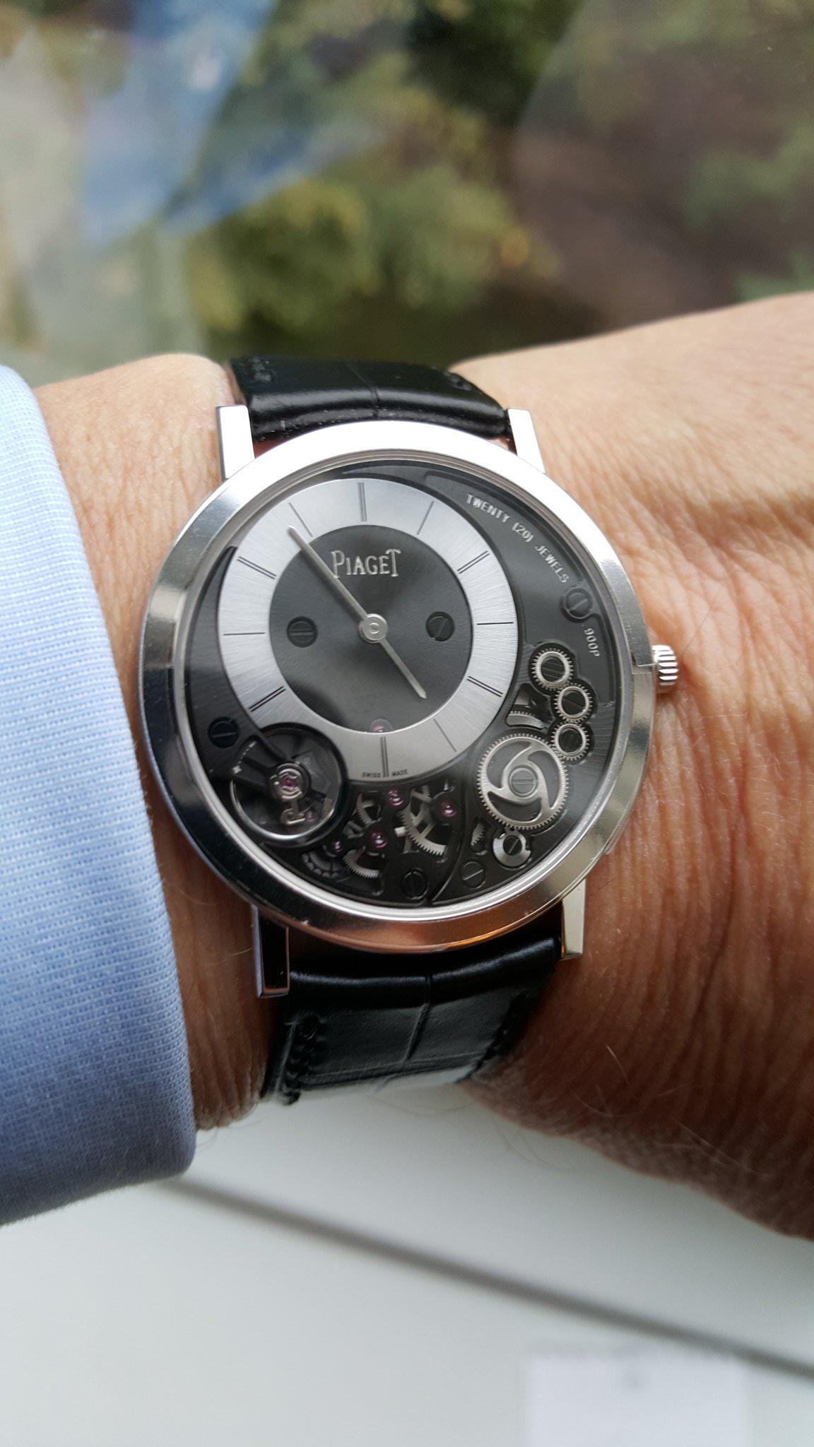 My new @Piaget 900P the world's thinnest  mechanical watch.3.65mm thin 145 parts some as thin as a human  hair http://t.co/FMtQEkmP0n
