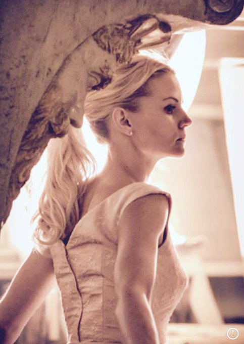 Day 33: in this Sunday's @OnceABC I loved being back in the date dress for Mr. Hook. #101smiles #darkswan