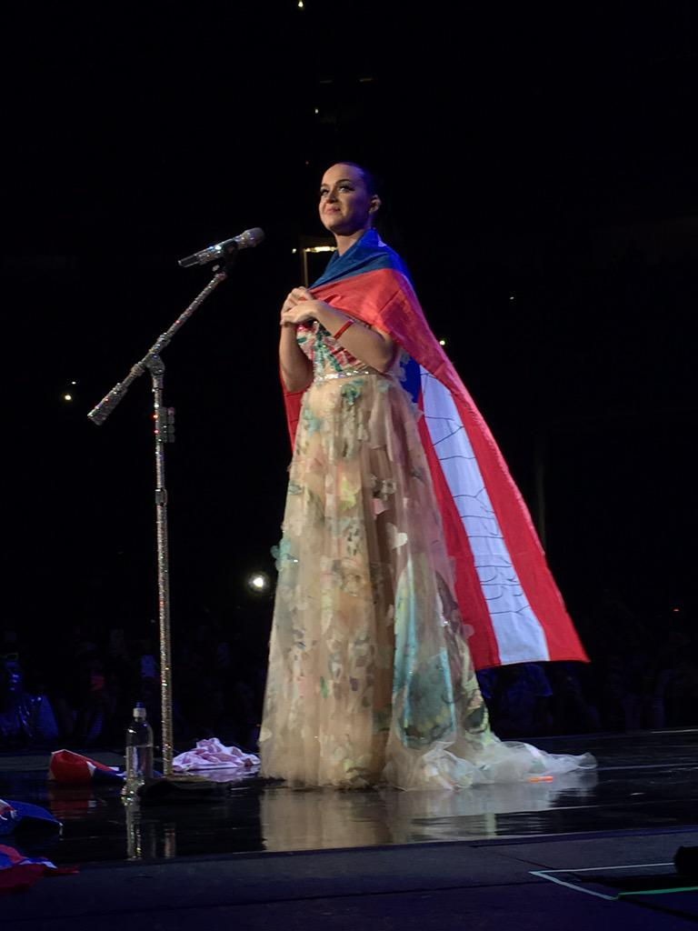 Katy Perry >> The Prismatic World Tour - Página 9 CRNkBfDWUAAx1I0