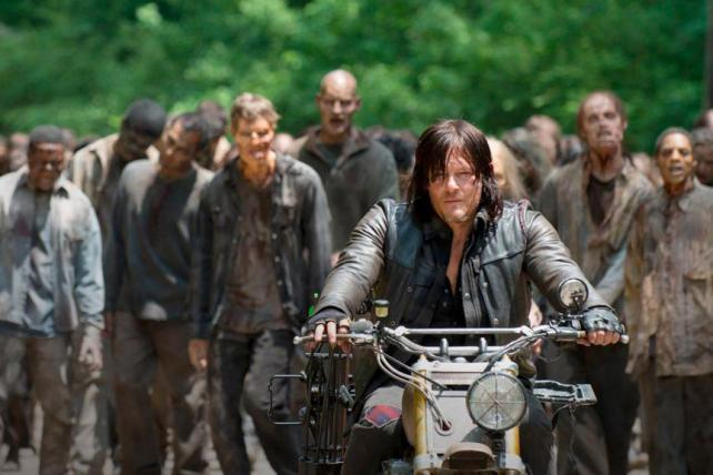"""Dead reckoning: AMC gobbles up Sunday competition with """"Walking Dead"""" return http://t.co/5CIBCy5Men http://t.co/AW4Qa6JDfu"""